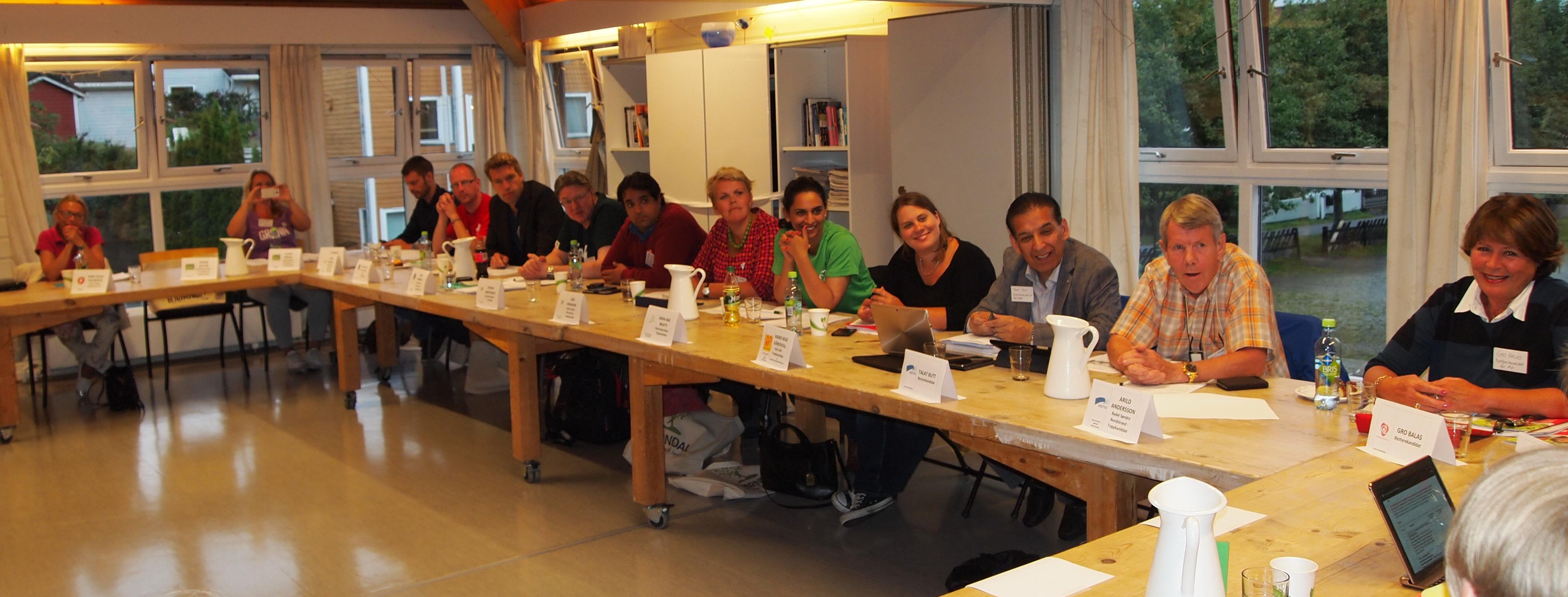 På dialogmøtet 26.08.2015 stilte hele 16 politikere! (foto: Sven Brun)